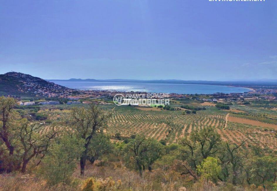 agence immobiliere costa brava: appartement roses, vue mer et monatgnes depuis la terrasse
