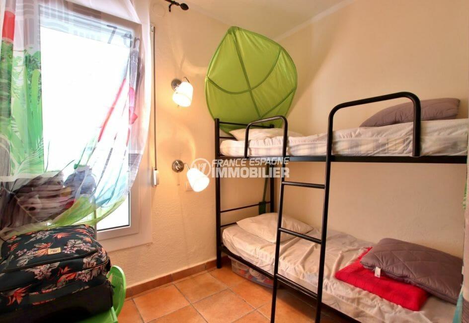 maison a vendre a rosas, possibilité piscine, troisième chambre avec lits superposés
