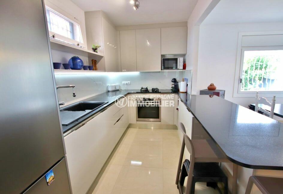 maison à vendre à empuriabrava, appartement indépendant, cuisine équipée avec rangements