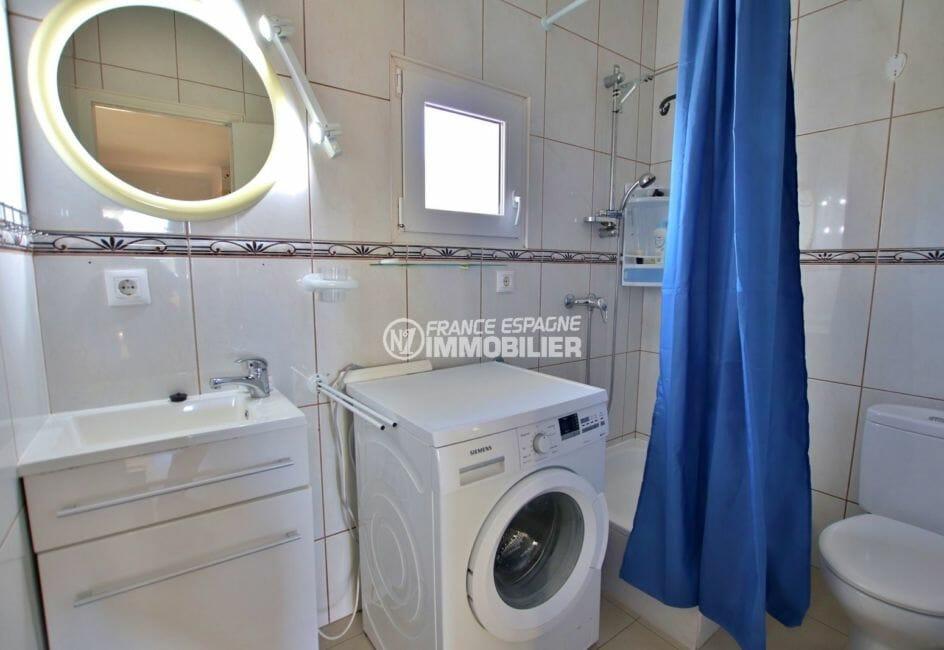 achat appartement rosas, parking, salle d'eau avec douche, vasque et wc