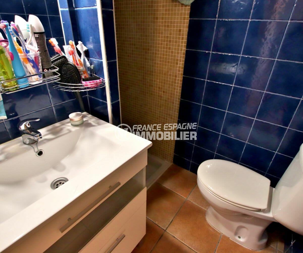 maison a vendre espagne, parking, salle d'eau avec douche, meuble vasque et wc