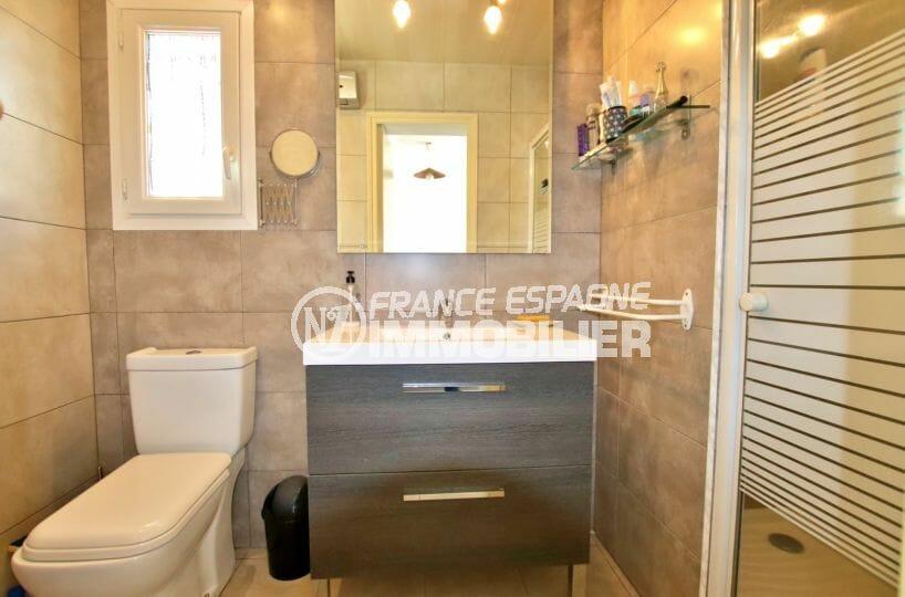 maison a vendre espagne, proche plage, deuxième salle d'eau avec vasque, douche et wc
