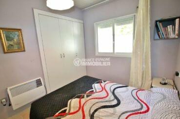maison à vendre à empuriabrava, barbecue en pierre, deuxième chambre avec placards