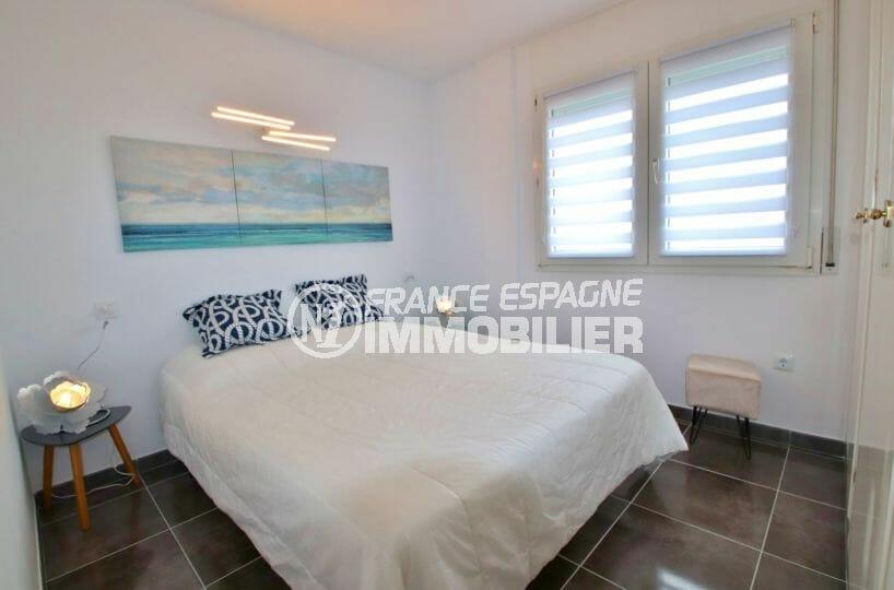 achat appartement rosas, 53 m², deuxième chambre lumineuse avec lit double