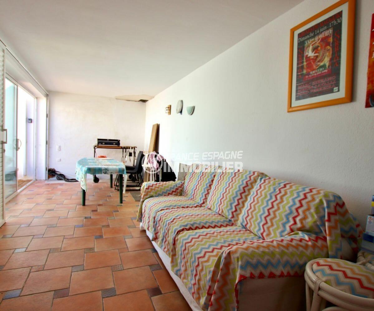 roses immobilier: villa terrain piscinable, jolie terrasse véranda avec coin détente / repas