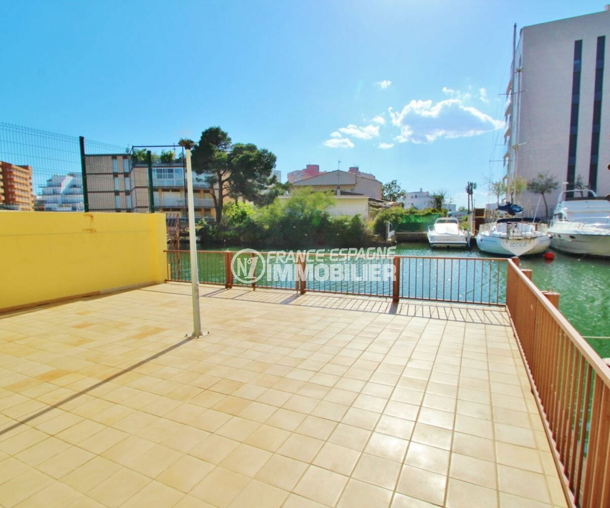 acheter appartement rosas, proche plage, accès à la marina depuis la résidence
