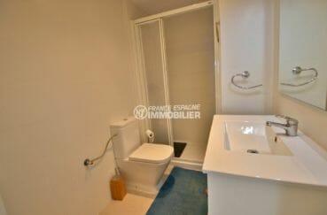 acheter appartement rosas, 53 m², salle d'eau avec cabine de douche, meuble vasque et wc