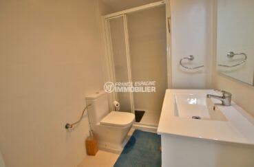acheter appartement rosas, atico 53 m², salle d'eau avec cabine de douche, vasque et wc