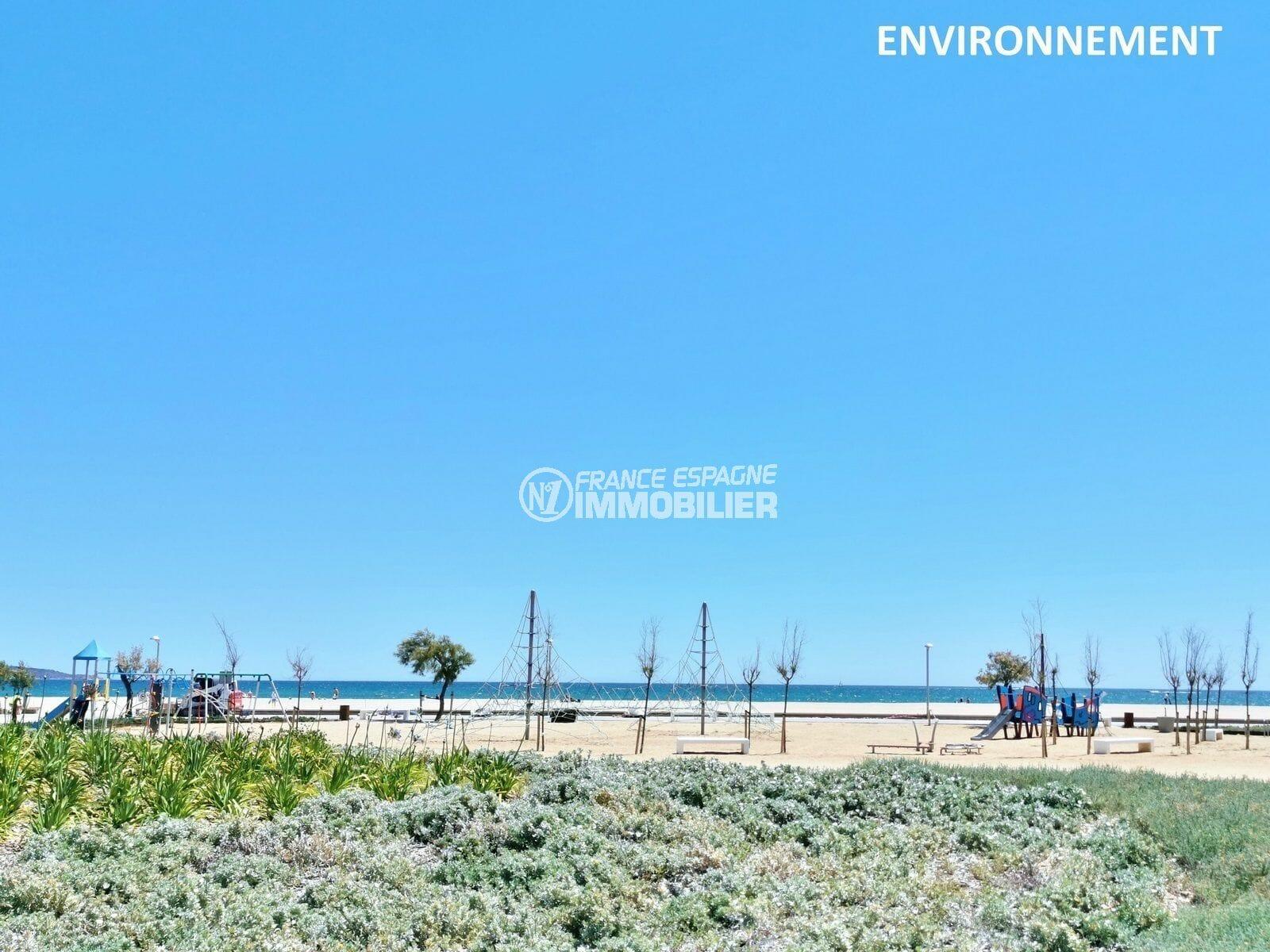 aires de jeux pour enfants près de la plage aux environs
