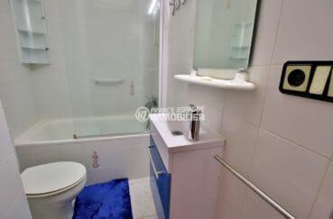 vente appartement rosas espagne, plage 600 m, salle de bains avec baignoire, vasque et wc