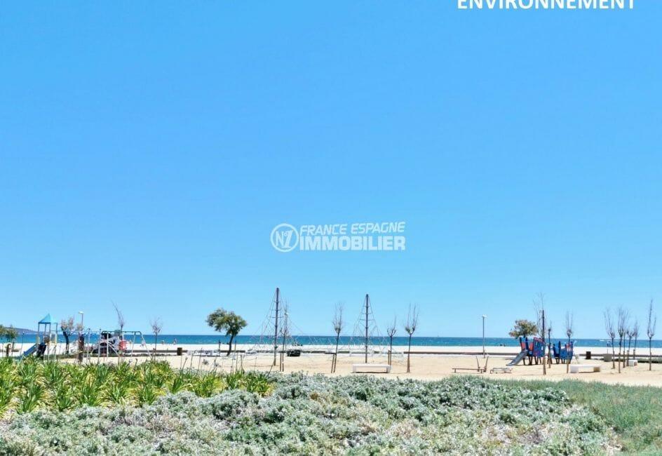 aires de jeux pour enfants près de la plage aux alentours