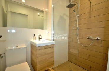 agence immobiliere francaise empuriabrava: villa 179 m², salle d'eau de la deuxième suite parentale