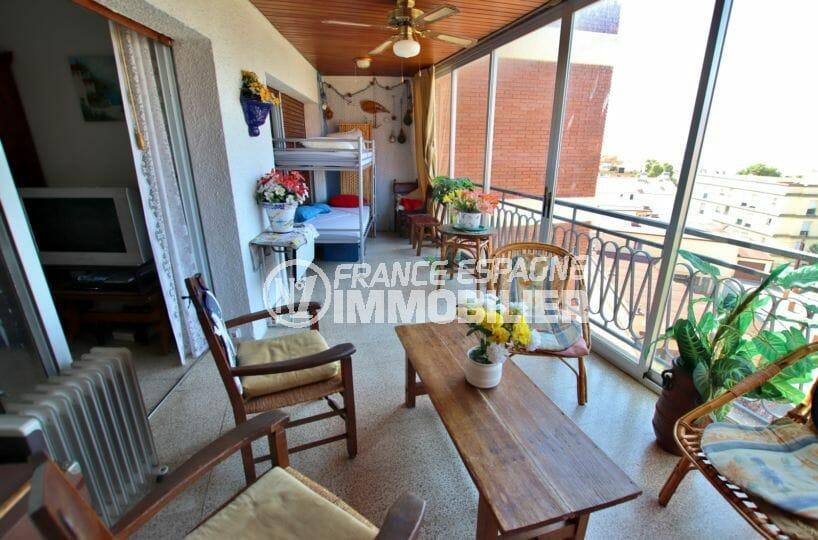 vente appartement rosas espagne, vue mer, terrasse de 25 m² couchages d'appoints accès chambre