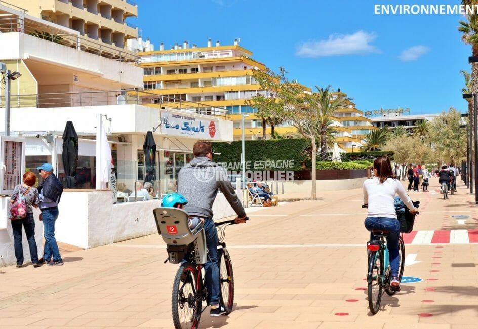 plage et commerces à proximité