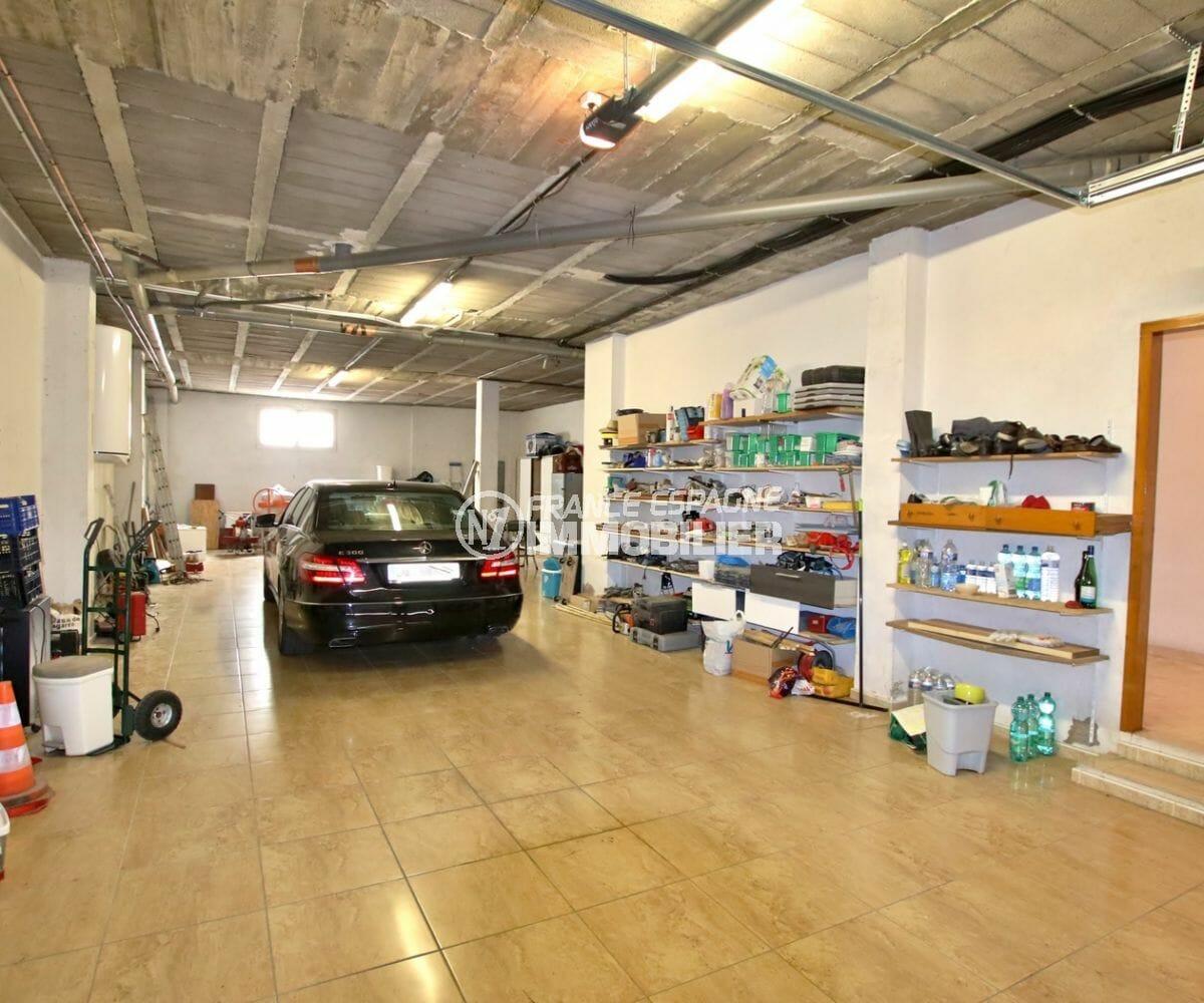roses espagne: appartement 121 m², possibilité garage de 121 m² avec rangements