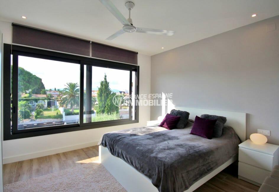 la costa brava: villa 179 m², troisième suite parentale lumineuse salle d'eau attenante