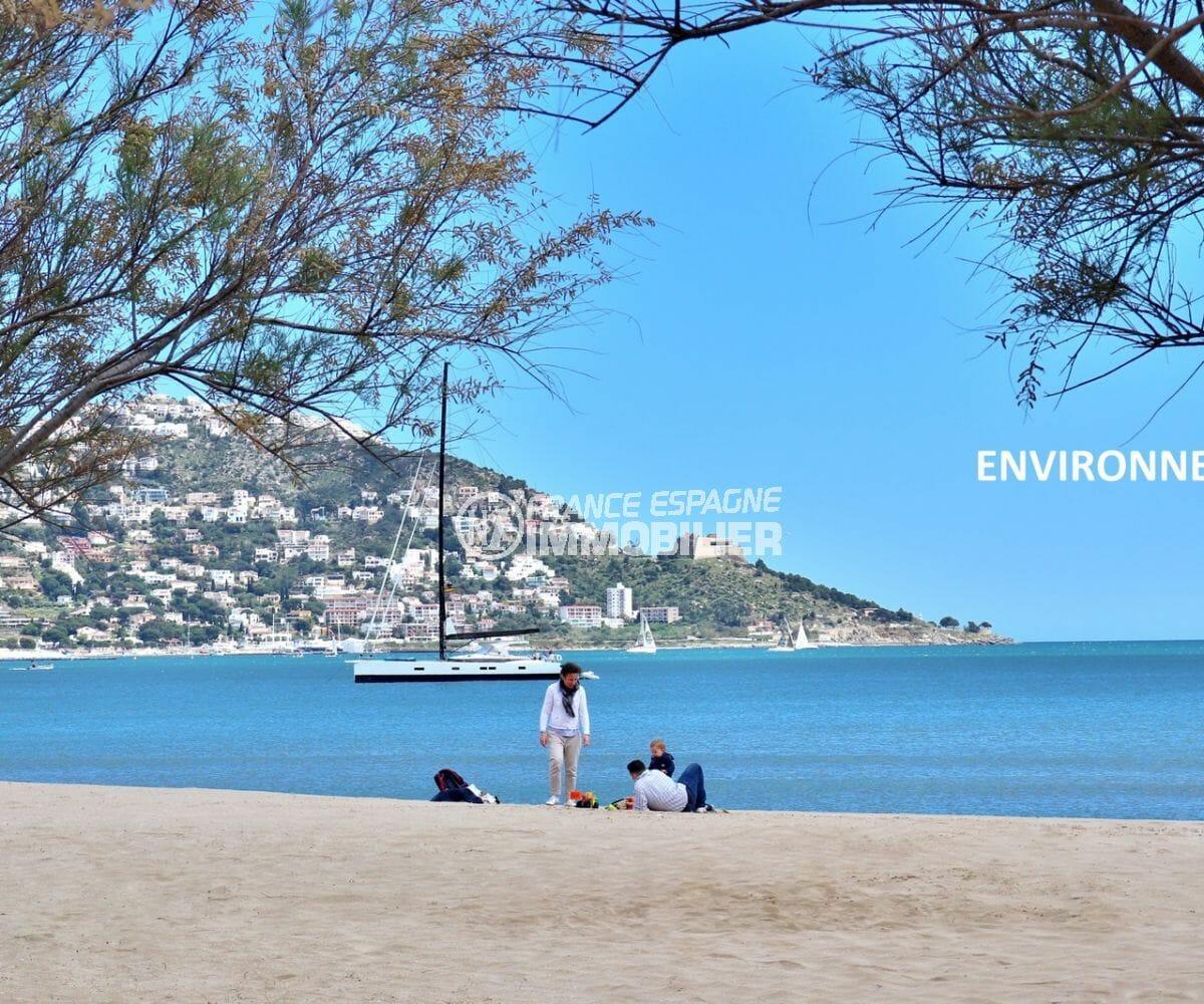 aperçu de la plage et du puig rom aux environs