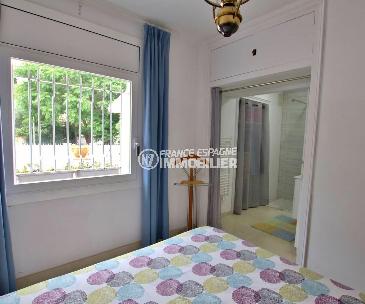 vente immobiliere costa brava: villa 215 m², salle d'eau attenante de la deuxième suite parentale