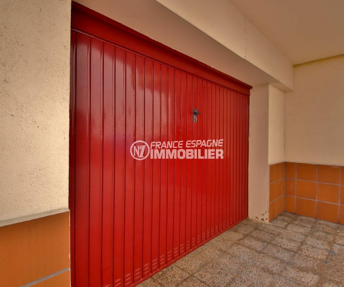 immo center rosas: appartement 53 m², vue sur le garage numéro 5