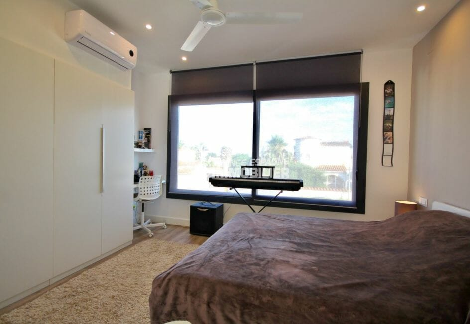 maison a vendre a empuriabrava avec amarre, 179 m², quatrième suite parentale avec placards et bureau