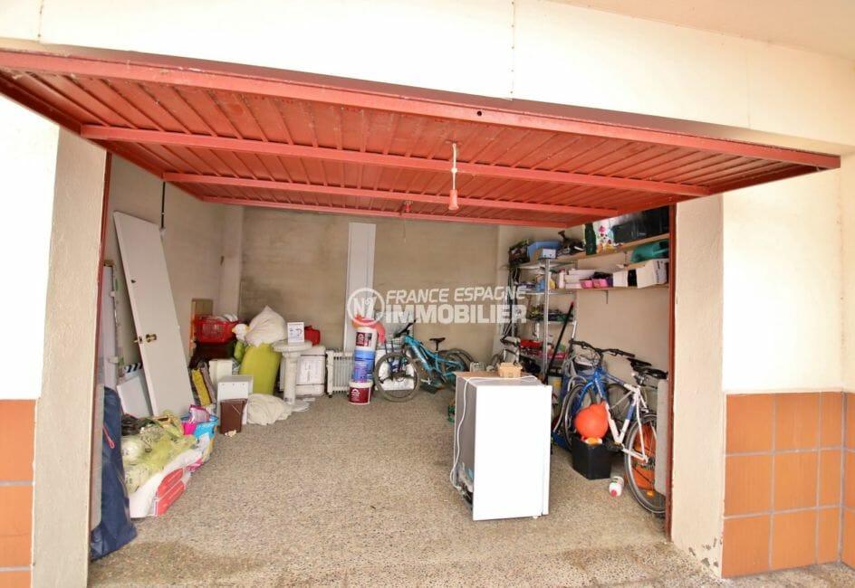 la costa brava: appartement 53 ², vue sur le garage avec rangements