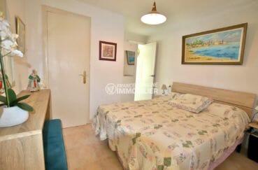 vente maison costa brava, proche plage, première chambre avec lit double et rangements