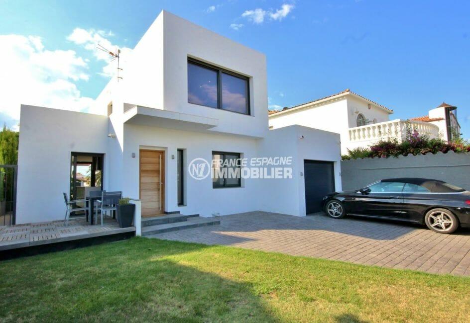 vente immobiliere costa brava: villa 179 m², façade moderne vue sur le garage