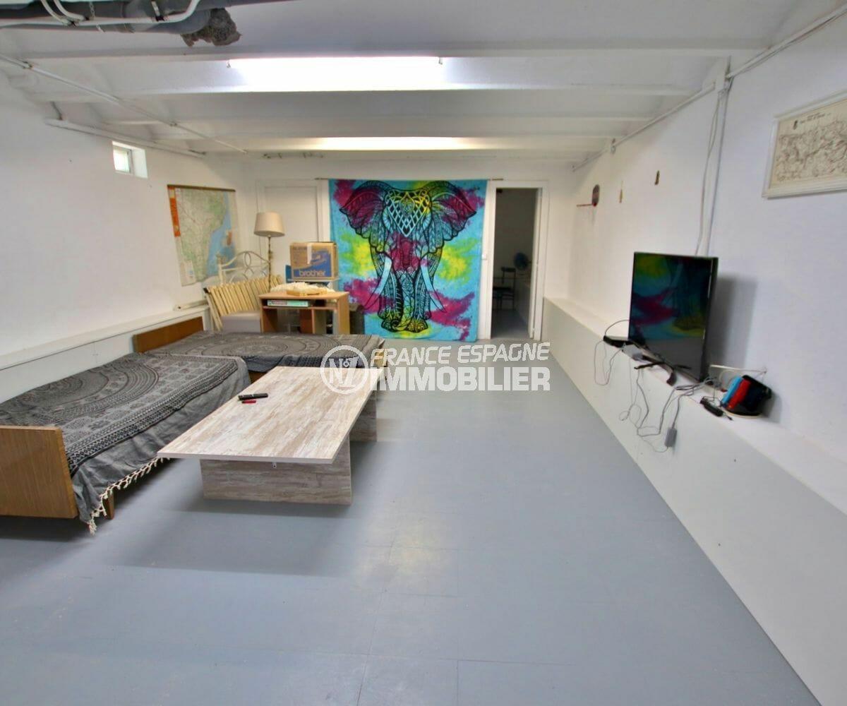 immo costa brava: villa appartement indépendant, salon / séjour à aménager