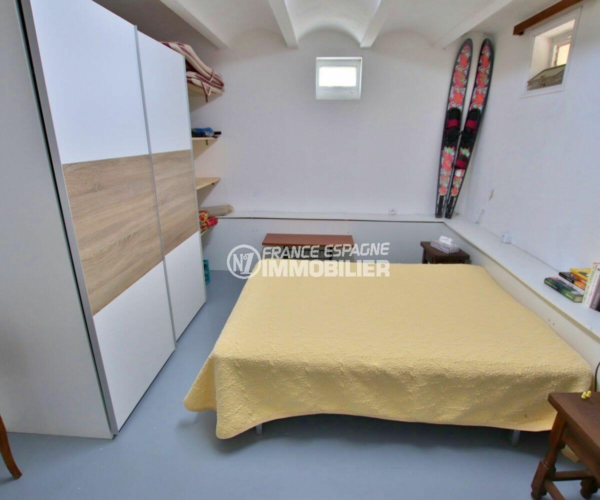 achat maison espagne costa brava, 215 m², première chambre de l'appartement indépendant