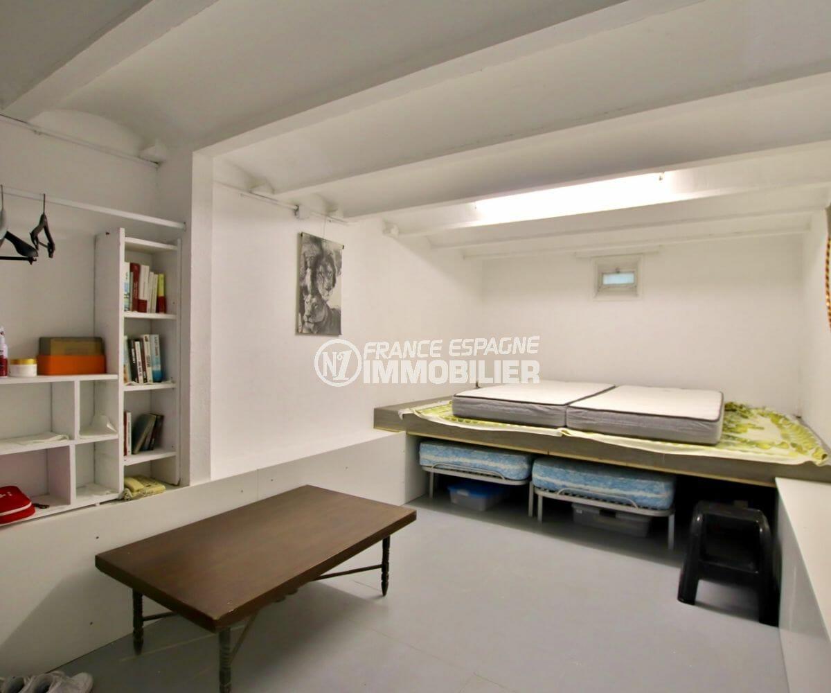 vente maison espagne costa brava, piscine, deuxième chambre de l'appartement indépendant