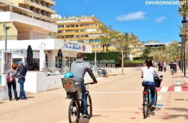 balade près de la plage, commerces aux alentours