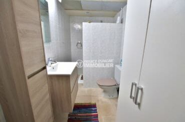 maison a vendre espagne catalogne, appartement indépendant, première salle d'eau avec vasque et wc