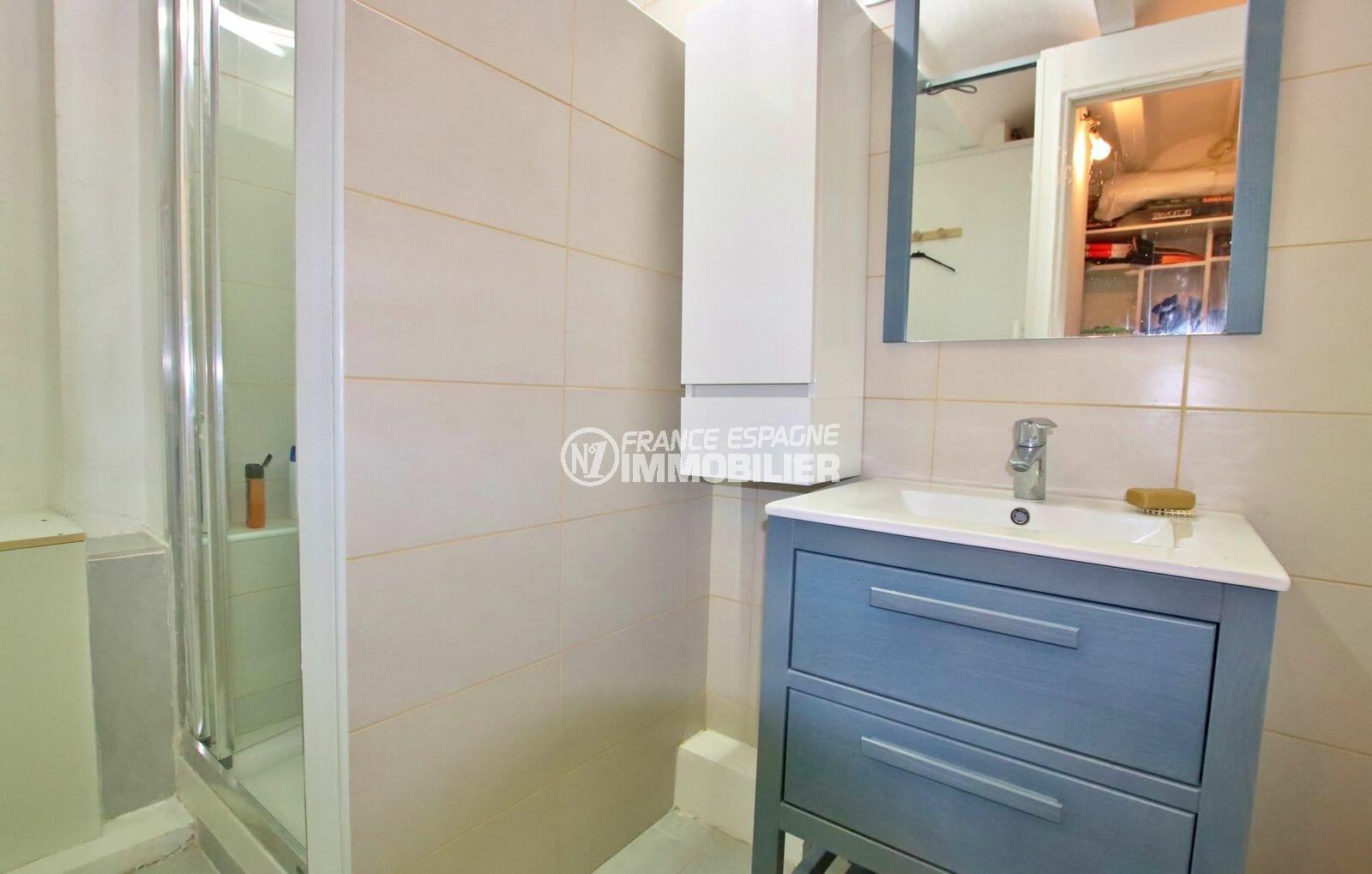 achat immobilier costa brava: villa appartement indépendant, deuxième salle d'eau avec vasque