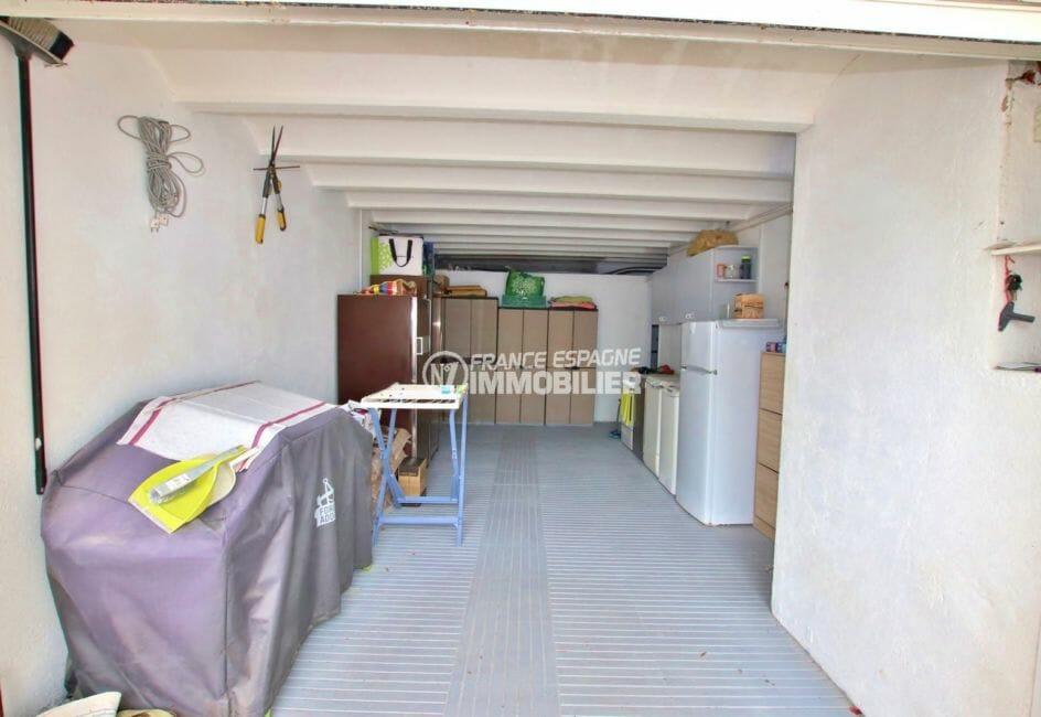 maison à vendre en espagne costa brava, 215 m², aperçu du garage avec des rangements