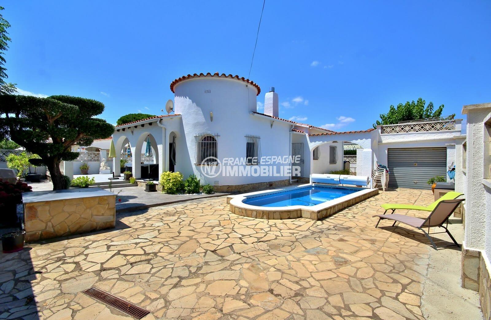 agences immobilières empuriabrava: villa secteur prisé avec piscine et garage