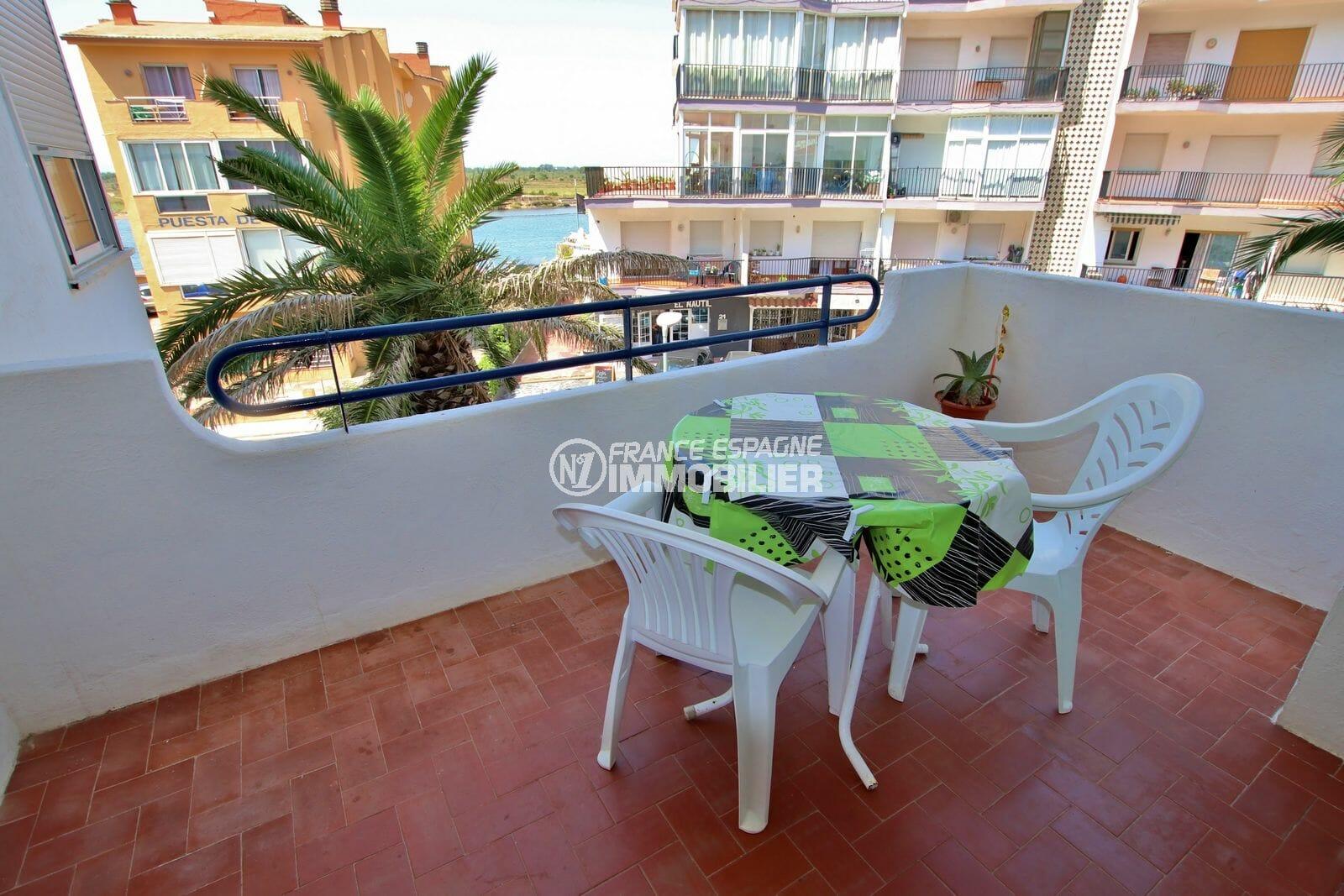 vente appartement rosas, résidence avec piscine et parking, vue canal, proche plage