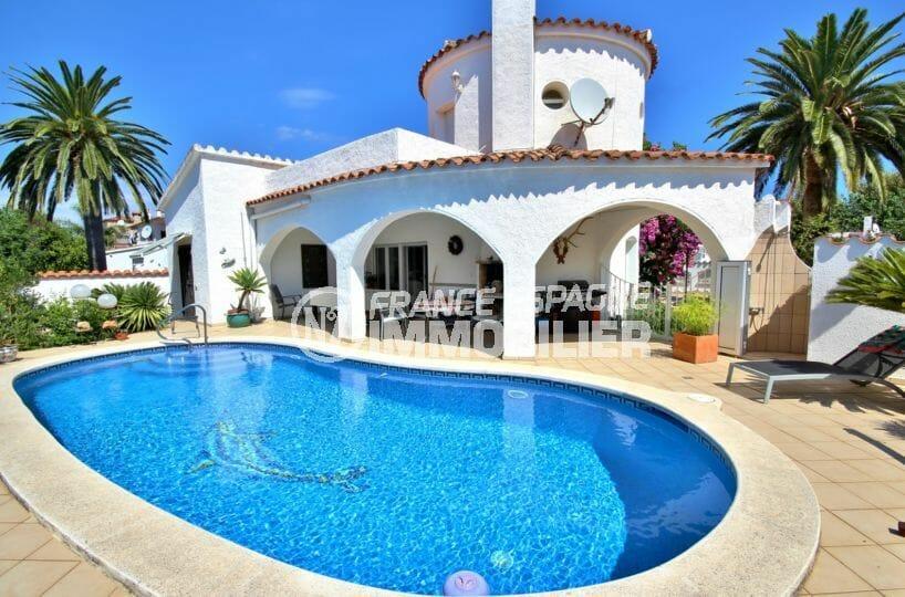 agences immobilières empuriabrava: villa secteur résidentiel avec piscine et garage
