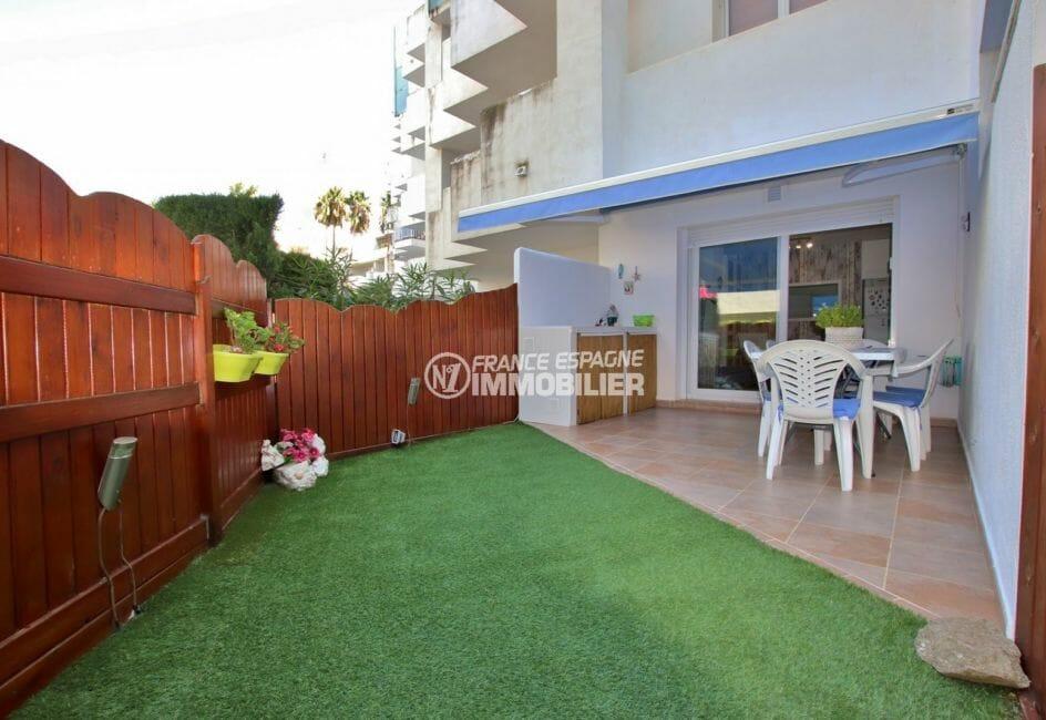 vente appartement rosas, belle terrasse dans résidence avec piscine, proche plage