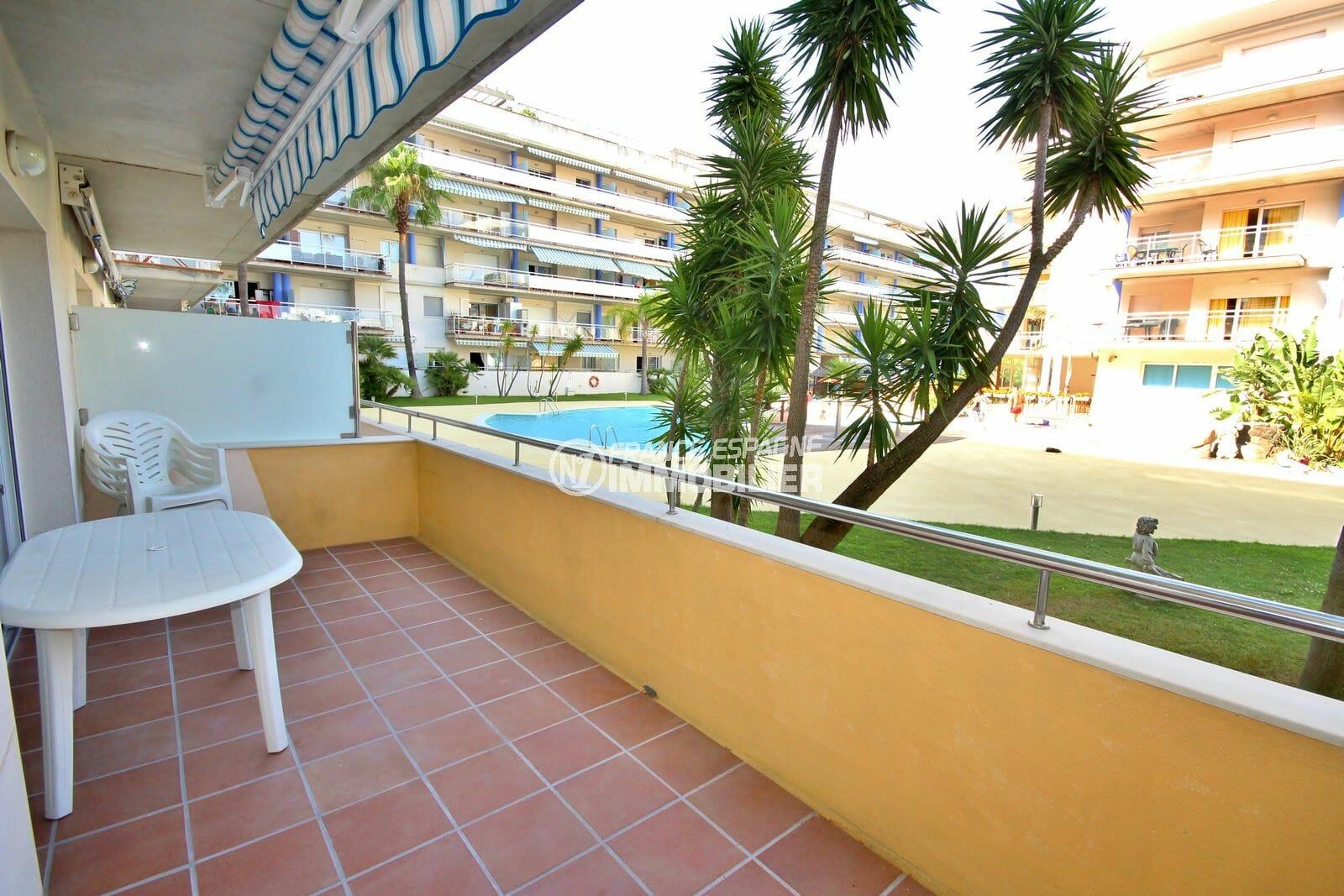 appartement a vendre rosas, résidence avec piscine, parking et cave, proche plage