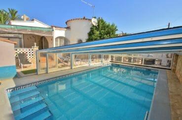 maison a vendre espagne costa brava: villa plain-pied avec piscine couverte et garage, proche plage