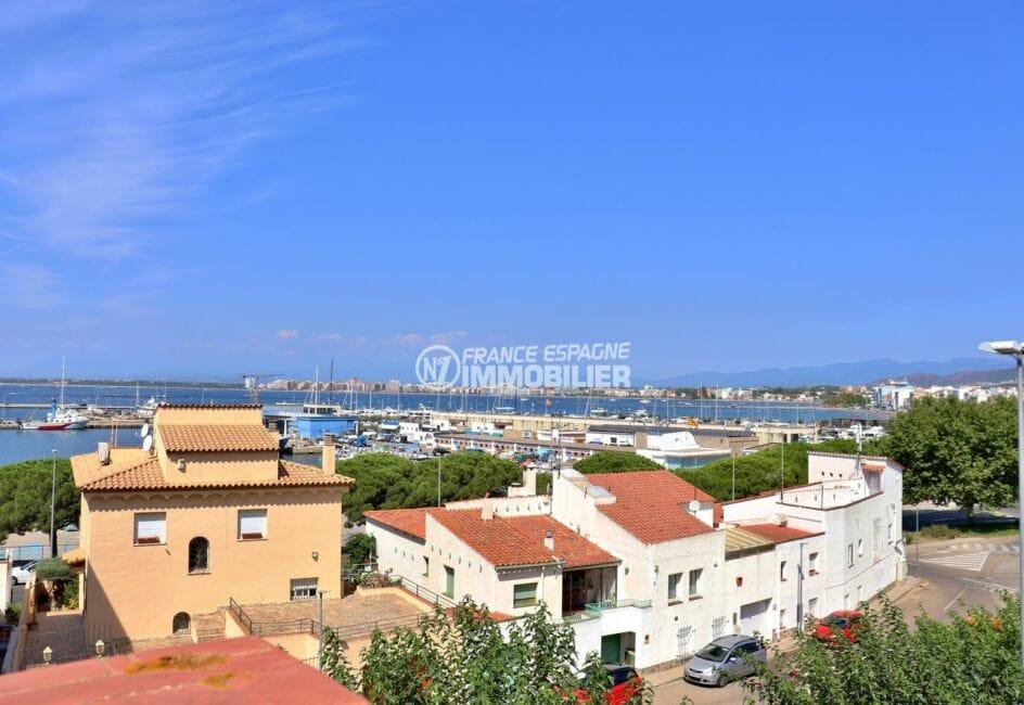 immo roses: appartement 88 m², jolie vue mer et port depuis la terrasse