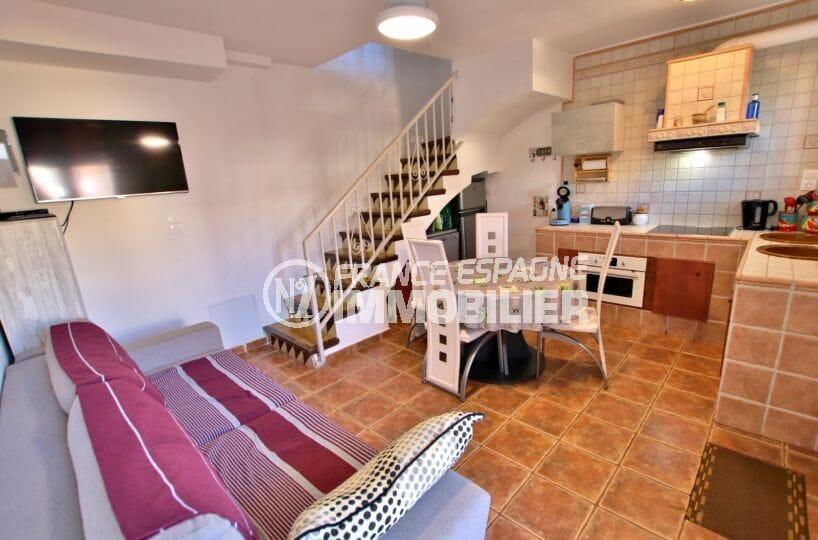 immobilier rosas: villa secteur résidentiel avec garage et piscine, proche plage