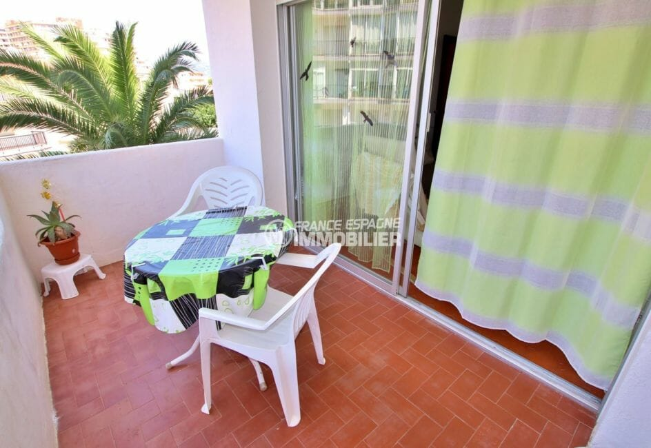 agence immobilière costa brava: appartement 29 m², terrasse avec coin repas accès salon