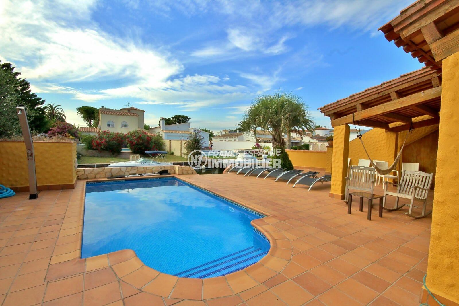 maison a vendre empuria brava, vue canal, terrain de 500 m² avec piscine de 7 m x 4 m