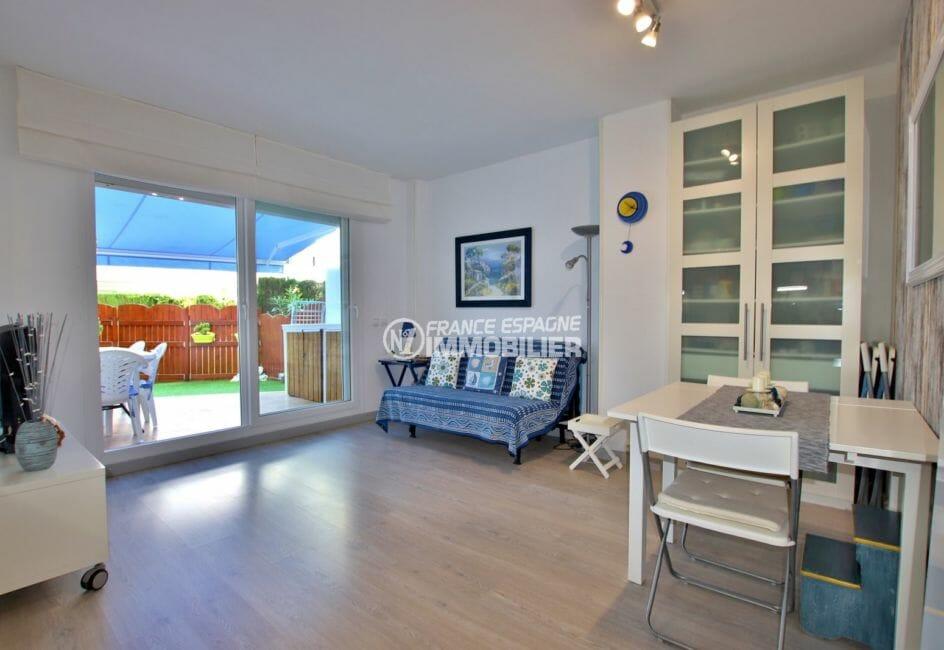 appartement a vendre a rosas, piscine, salon / séjour avec accès terrasse