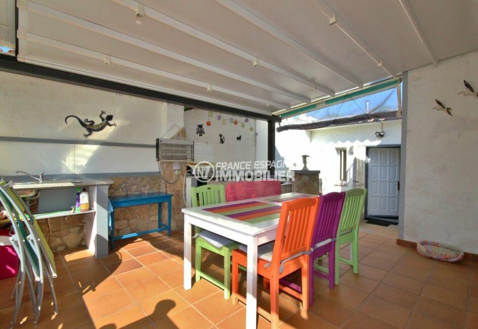 maison a vendre espagne costa brava: villa 104 m², première terrasse couverte avec coin repas