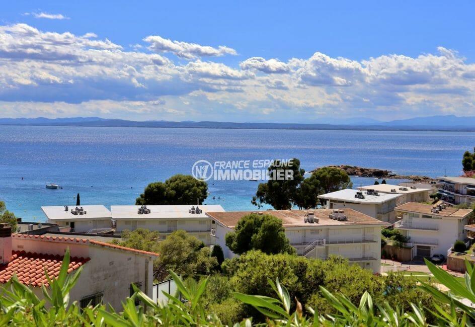 vente appartement rosas, parking, vue mer et montagnes depuis la terrasse