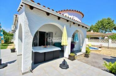 agence empuriabrava: villa 94 m², vue sur le jardin arboré avec piscine