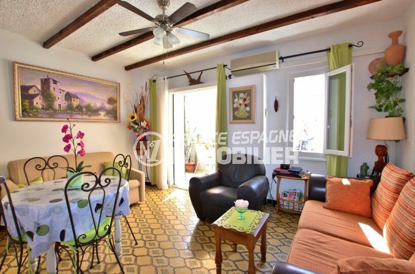 appartement costa brava: 47 m², salon / séjour avec accès à la terrasse