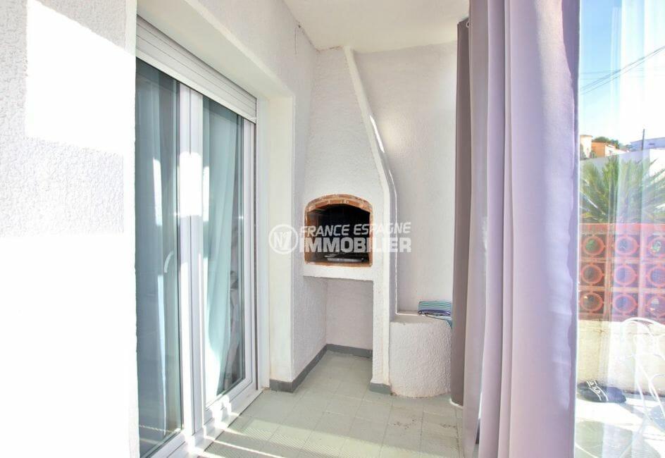 roses espagne: villa 53 m², véranda avec barbecue en pierre accès terrasse
